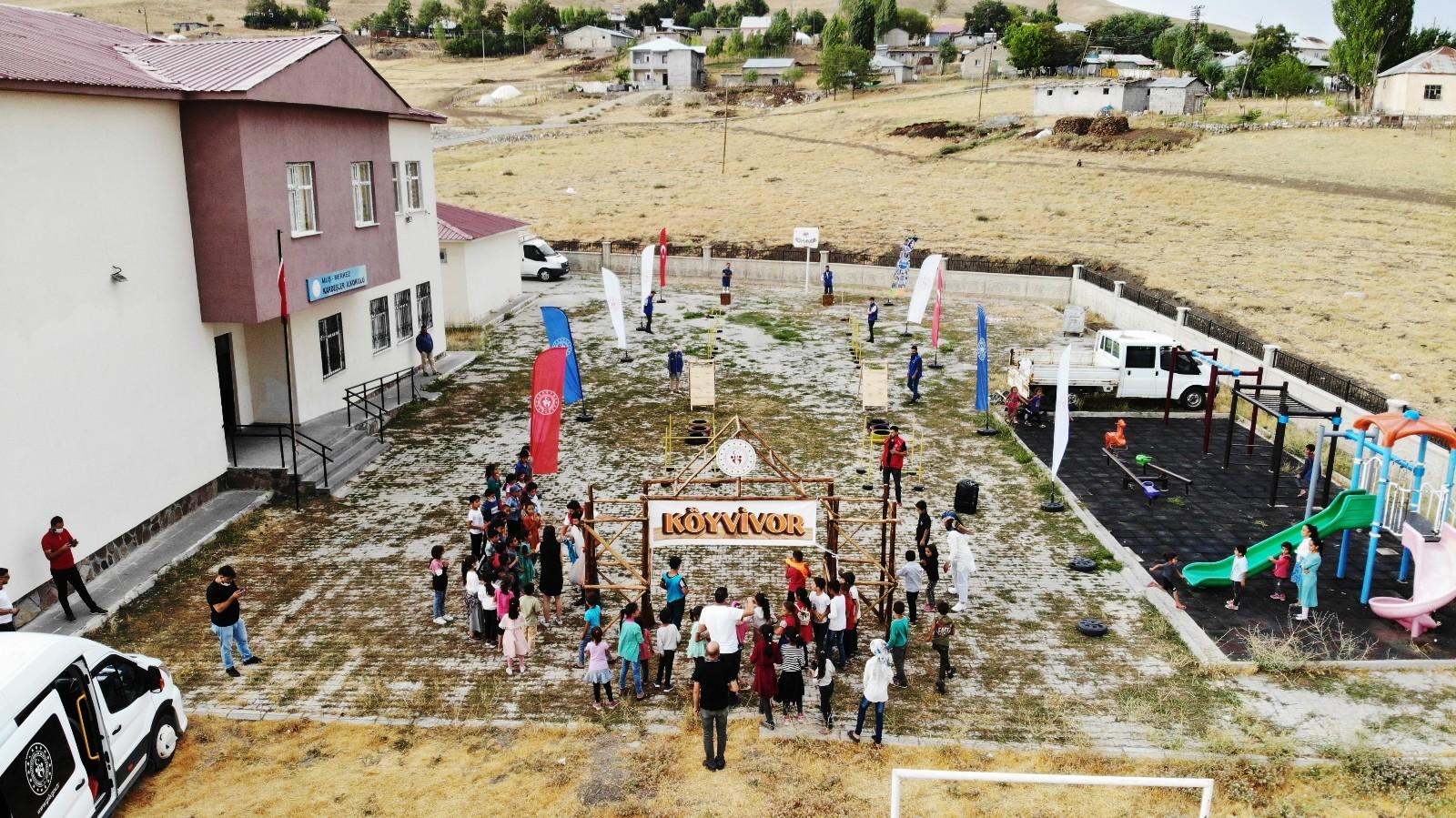 """Muş'ta köy çocuklarının """"Köyvivor"""" heyecanı"""