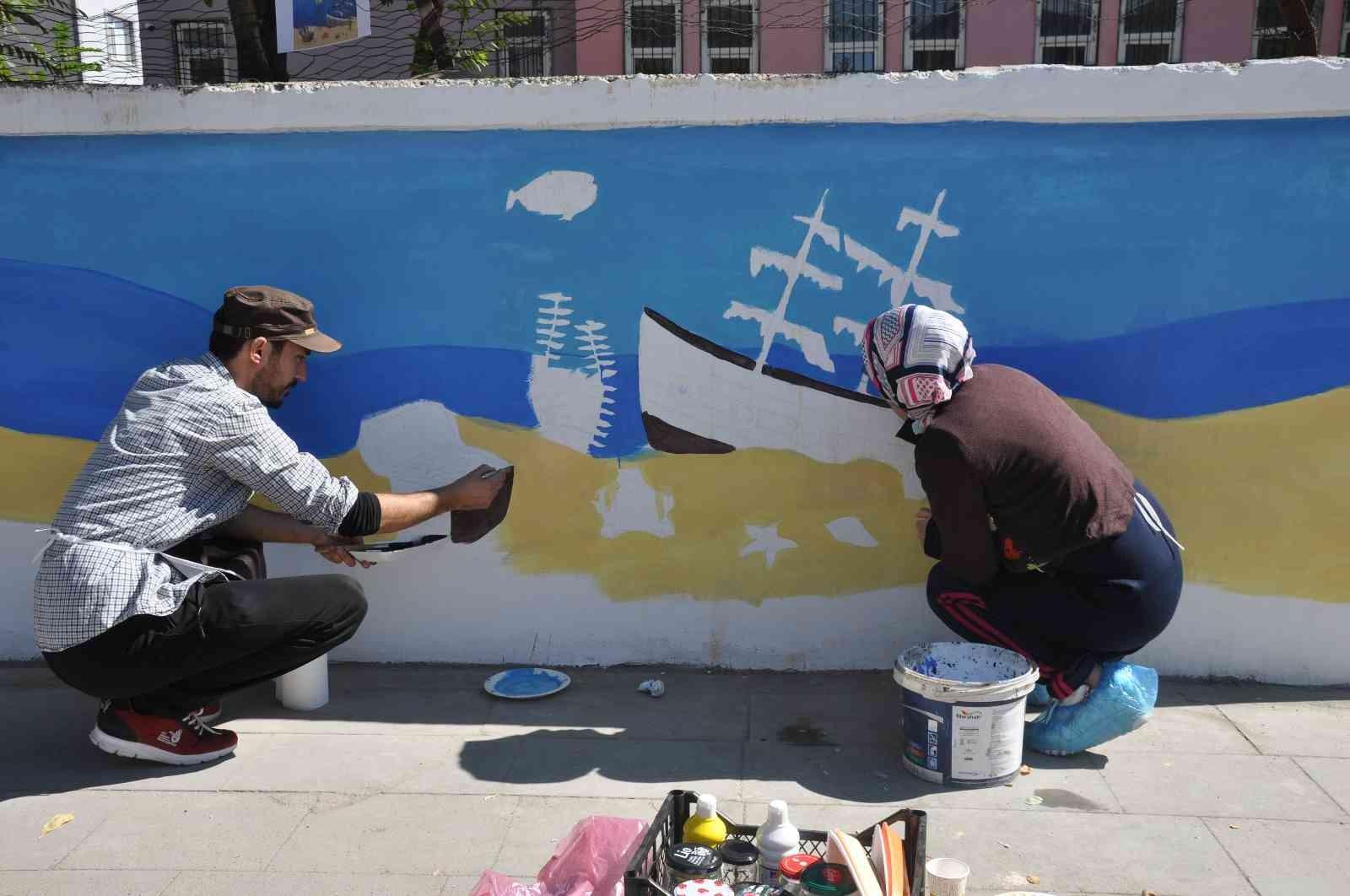 Bulanık'ta okul duvarları çizgi film kahramanlarıyla süsleniyor