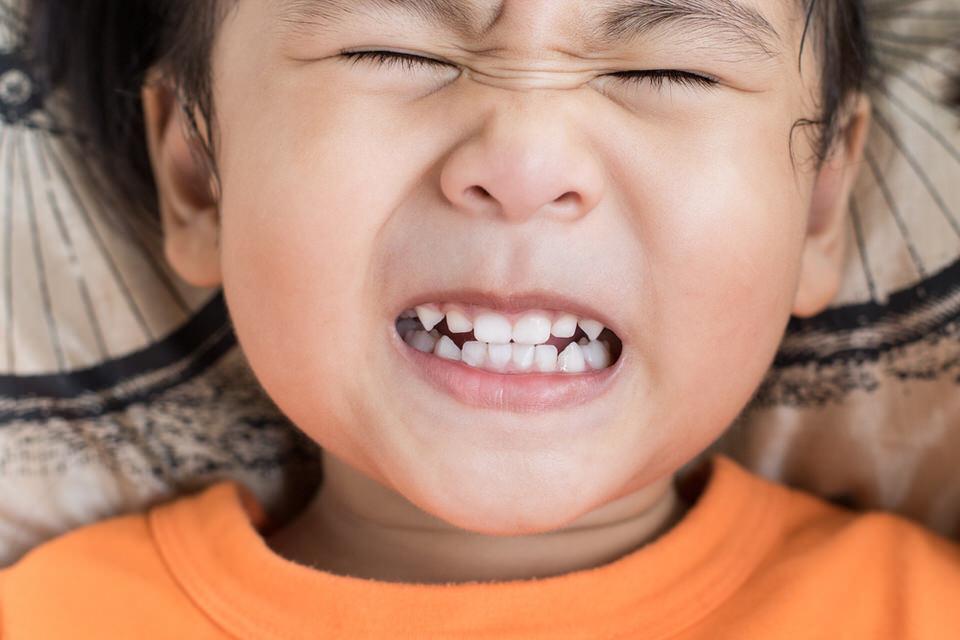 ドラッグ ストア 接着 剤 差し歯