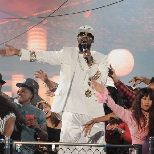 Prosecutors Have Gathered Evidence R. Kelly Transported Minors Across State Lines For Sex - Report