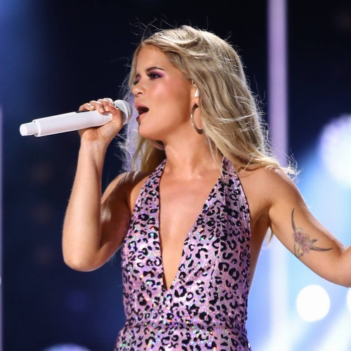 Maren Morris Tears Up As She Pays Tribute To 'amazing' Busbee During Cmas Speech