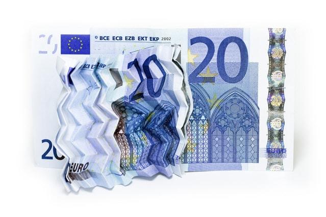 shrunken-banknote-1239579-639x424