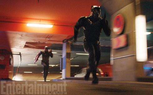 "Chris Evans y Chadwick Boseman en ""Captain America; Civil War""."