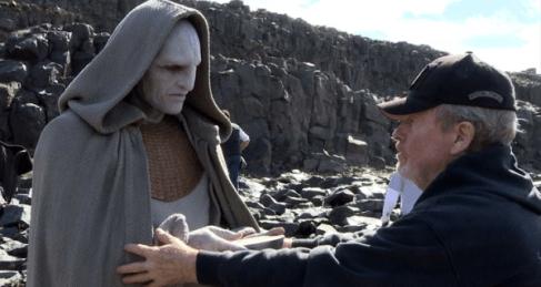 """Ridley Scott dando algunas instrucciones durante el rodaje de """"Prometheus""""."""
