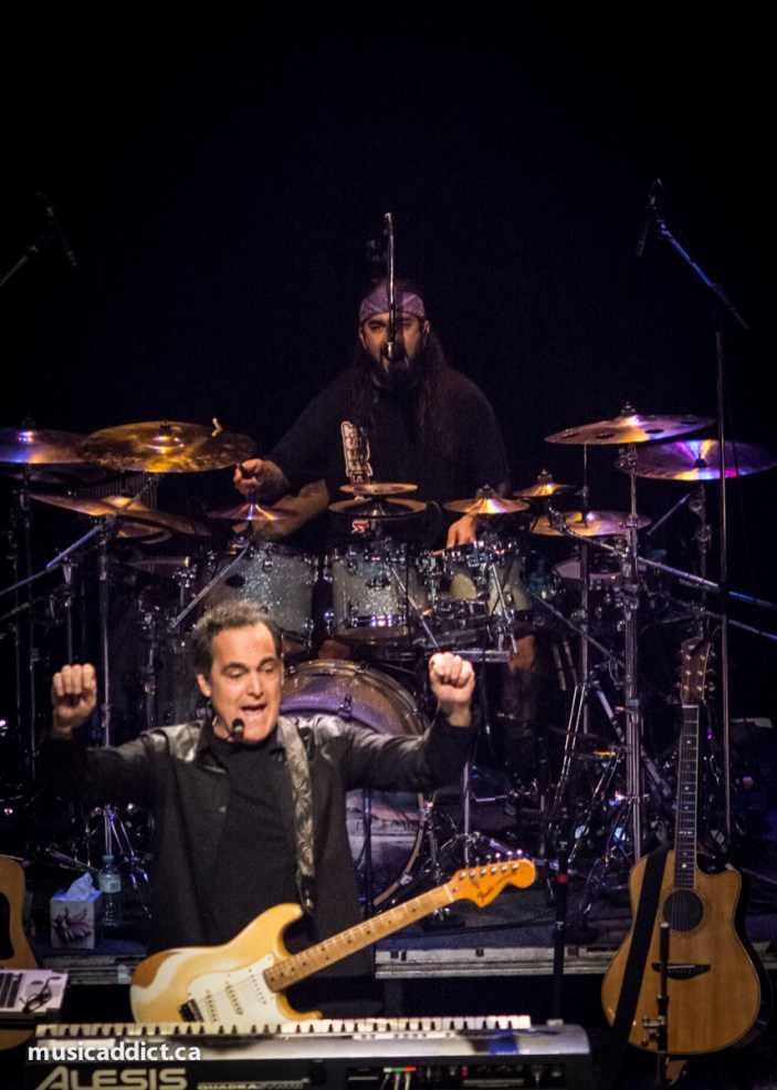 Neal Morse and Mike Portnoy (Neal Morse Band Montreal February 25 2015 - Photo by Jean-Frederic Vachon)