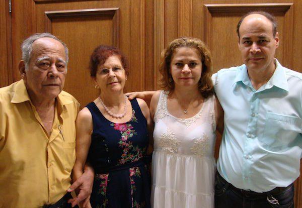 A família Inácio: Benedito (pai), Inês Teresinha (mãe), Giovana (filha) e Fernando Rogério (filho)