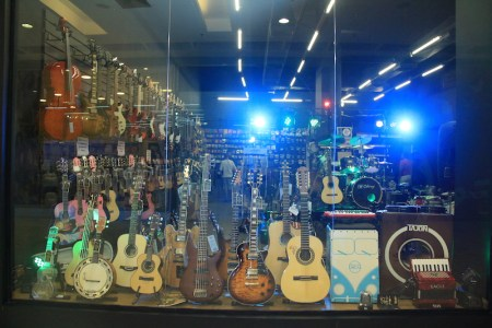 MUSIC STORE SHOPPING SHOPING MOXUARA copia