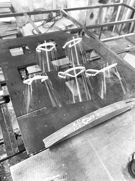 Fabricação de face shields na PHX