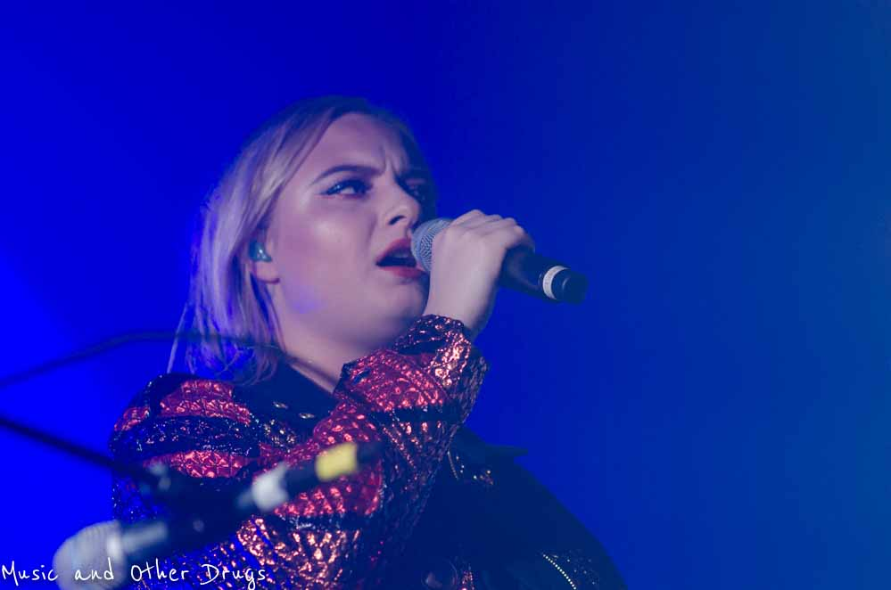 Låpsley performing at NYC's Webster Hall