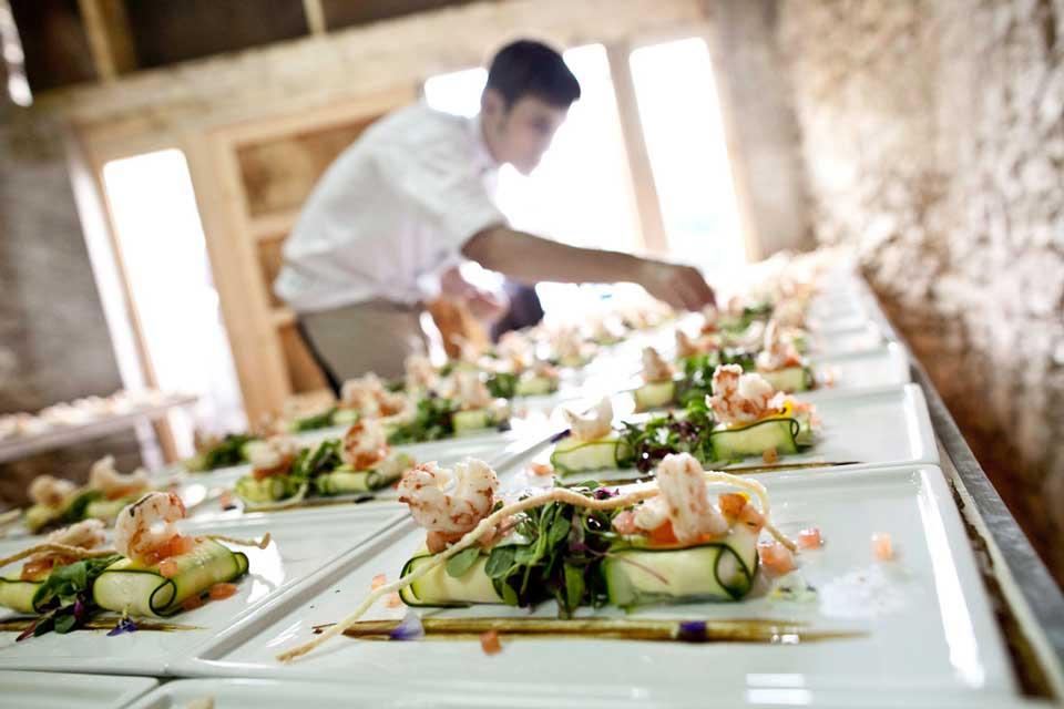 Mesas buffet que complementan tu catering perfecto