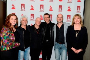 "De Izq a Der: Laura Tesoriero, Benny Faccone, Gustavo Santaolalla, Gabriel Abaroa Jr, Rafa Sardina y Maureen Droney, en el evento ""En La Mezcla"". Foto cortesía de The Recording Academy®/Bryan Steffy/WireImage®. Photo by Bryan Steffy. © 2014."