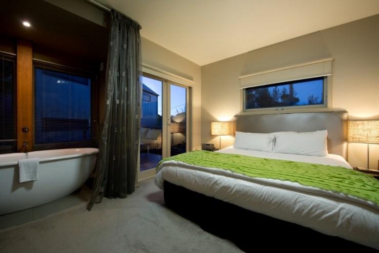25. Garden Deluxe Spa Room.jpg