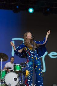 Maggie-Rogers-7