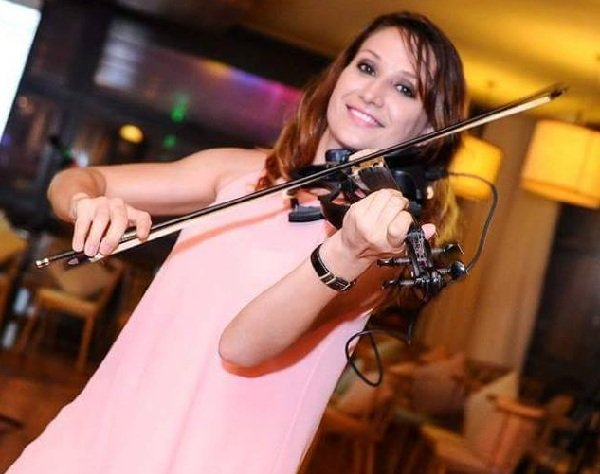 sima-international-violinist-and-vocalist