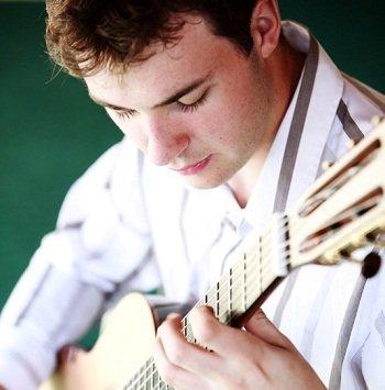 solo-guitarist