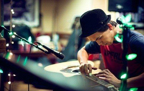 Lap Tap Percussion Guitarist in London - Music for London