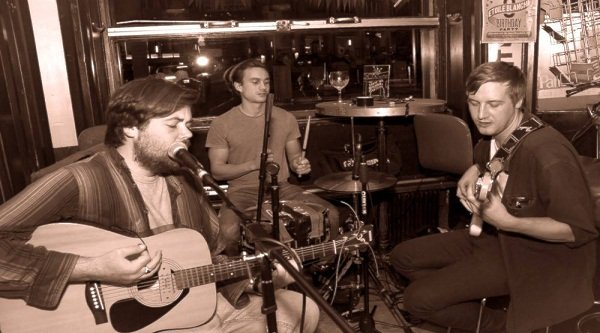 3 Piece Acoustic Functions Band In London - Image Copy Right - Bievre Patrice