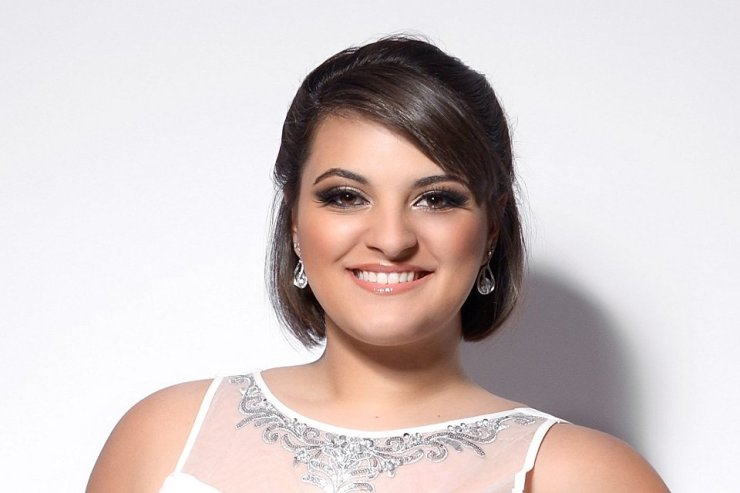 Hire A Female Classical Soprano Singer For Events & Recitals in London - Music for London