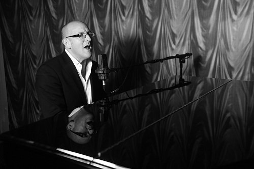 Solo Jazz & Blues Painist & Vocalist In London For Hire