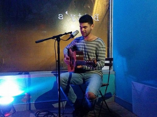 Hire A Solo Acoustic Guitarist & Vocalist In London