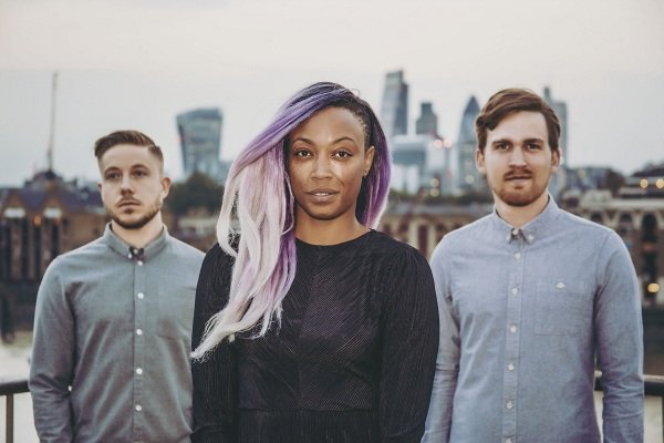 London Based Acoustic Band with Black Female Singer