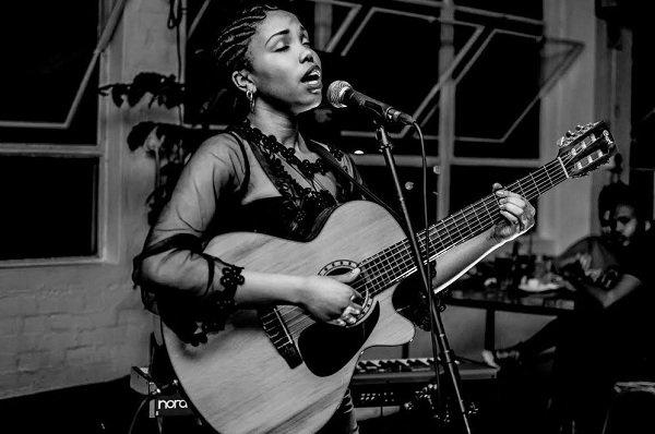 Kiki - Solo Jazz Guitarist Singer