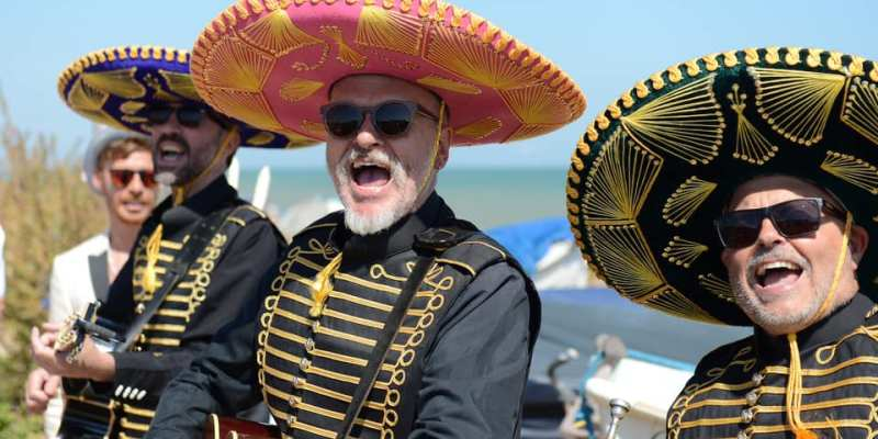 Mobile-Roving-Roaming-Mexican-Mariachi-Live-Band