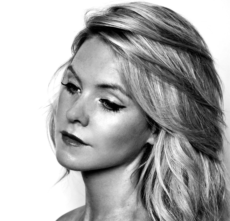 Female Country Rock Singer in London
