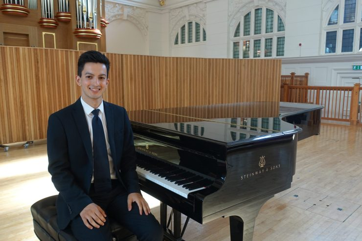 Solo Male Pianist in London - Music for London