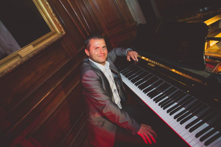 Roman - Versatile Solo Pianist