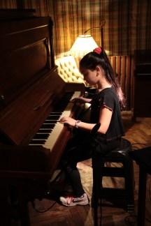 """Anita Rosón, intérprete del CD """"Taller Musichicos en el Estudio de Grabación"""""""