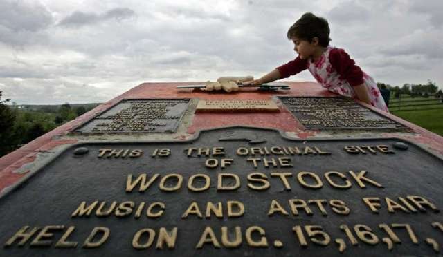 This May 15, 2008 file photo shows Emma Cenholt, 3, of Trumbull, Conn., playing on a memorial at the site of the Woodstock Music and Arts Fair in Bethel, N.Y. Connecticut Gov. Ned Lamont is bringing a Woodstock tribute concert to Woodstock, Conn., on Lanor Day weekend. Photo: Mike Groll / AP / 2008 AP