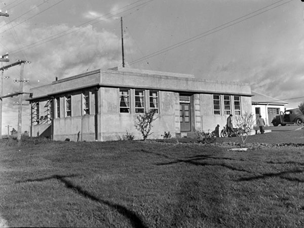 Oliver Road transmitter building for Auckland Radio, 29 August 1946