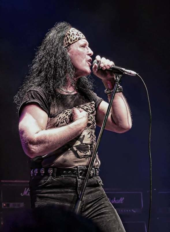 dave evans live on stage