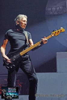 ROGER WATERS IN PHILADELPHIA THE WALL TOUR 2010 PHOTO STEVE TRAGER 25