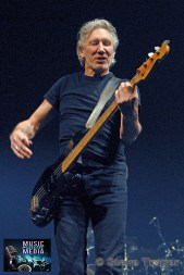 ROGER WATERS IN PHILADELPHIA THE WALL TOUR 2010 PHOTO STEVE TRAGER 34