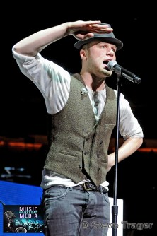 OLLY MURS Q102 JINGLE BALL 2012 WELLS FARGO CENTER PHILADELPHIA PA 04