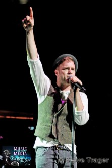 OLLY MURS Q102 JINGLE BALL 2012 WELLS FARGO CENTER PHILADELPHIA PA 25
