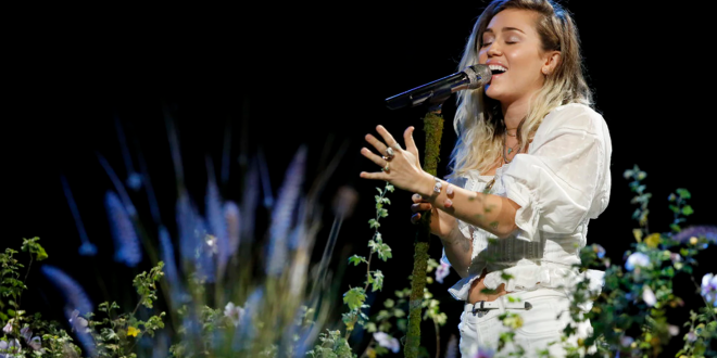 Ð?аÑ?Ñ?инки по запÑ?осÑ? Miley Cyrus 'Devastated' After Losing Home to California Wildfires