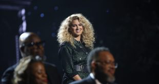 """Tori Kelly performs """"Do You Hear What I Hear"""" at the 2019 """"CMA Country Christmas"""" special filmed at Belmont's Curb Center in Nashville, Tennessee. """"CMA Country Christmas"""" will air on Tuesday, December 3 on ABC."""