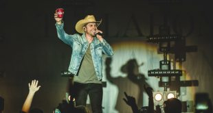 Dustin Lynch; Photo Courtesy of Daniel Vorlet