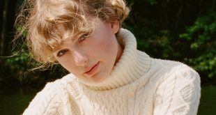 Taylor Swift; Photo by Beth Garrabrant