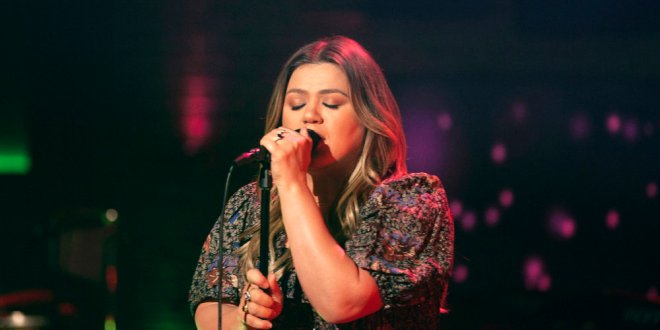 Kelly Clarkson; Photo by Weiss Eubanks/NBCUniversal