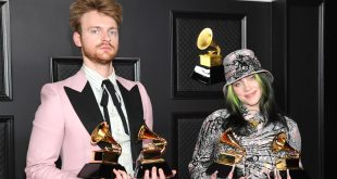 "LOS ANGELES, CALIFORNIA - MARCH 14: (L-R) FINNEAS and Billie Eilish, winners of Record of the Year for 'Everything I Wanted' and Best Song Written For Visual Media for ""No Time To Die"", pose in the media room during the 63rd Annual GRAMMY Awards at Los Angeles Convention Center on March 14, 2021 in Los Angeles, California. (Photo by Kevin Mazur/Getty Images for The Recording Academy )"