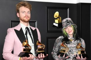 """LOS ANGELES, CALIFORNIA - MARCH 14: (L-R) FINNEAS and Billie Eilish, winners of Record of the Year for 'Everything I Wanted' and Best Song Written For Visual Media for """"No Time To Die"""", pose in the media room during the 63rd Annual GRAMMY Awards at Los Angeles Convention Center on March 14, 2021 in Los Angeles, California. (Photo by Kevin Mazur/Getty Images for The Recording Academy )"""