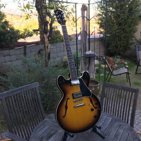 Gibson ES-335 Semi-Hollow Electric Guitar