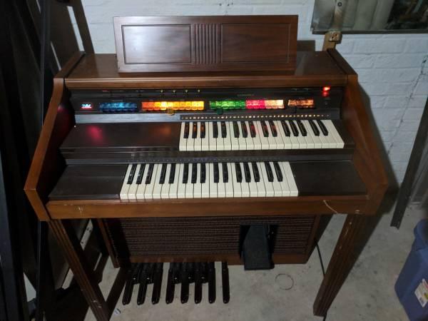 Lowery Organ L-65
