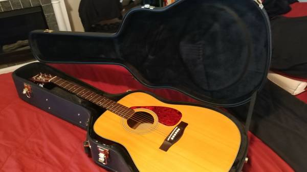 Yamaha F325 Acoustic Guitar w/ Hard Case For Sale