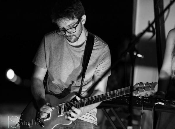 Bassist/guitarist for hire or to join local band
