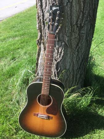 2016 gibson j45 hardly used with leather case